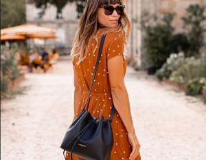 Η Amelie Tauziede με την City Americanino Double bucket bag!